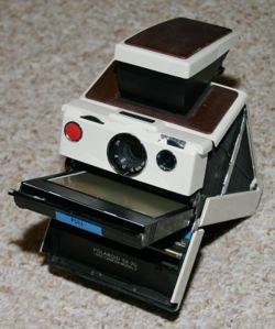 250px-polaroid_sx-70.jpg